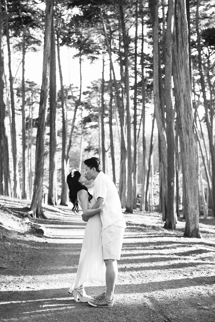 San Francisco Engagement Photos with trees and the Golden Gate Bridge // SimoneAnne.com